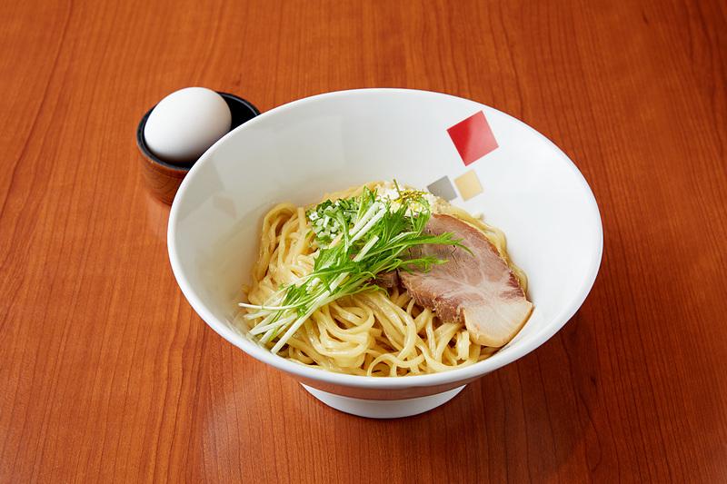 東京の中華そば ちよがみ「トリュフオイル・チーズまぜそば」(写真提供:東京ステーション開発)