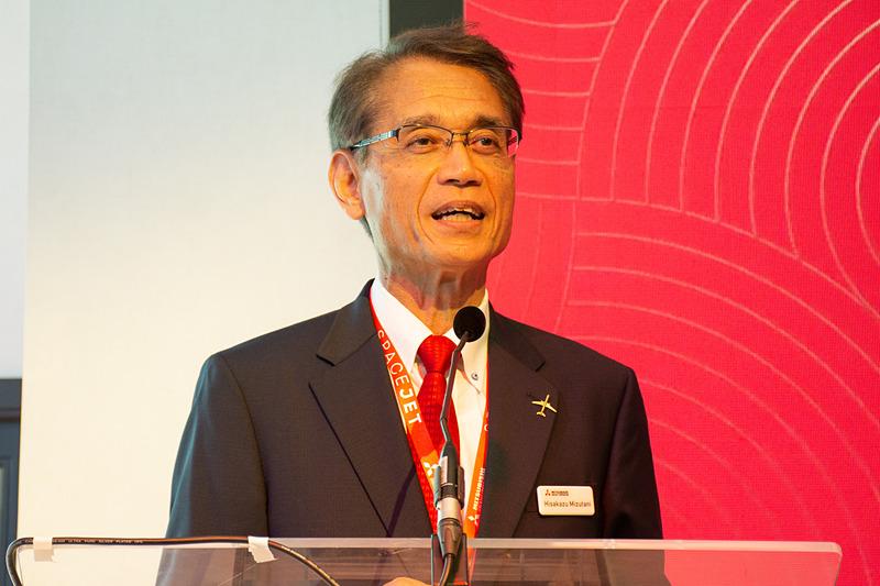 笑顔でMOU締結を報告する三菱航空機株式会社 取締役社長 水谷久和氏
