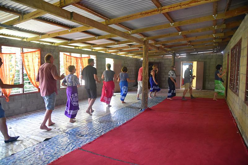 全員参加で舞い、ラストに別れの歌である「Isa Rei」が歌われ村をあとにする