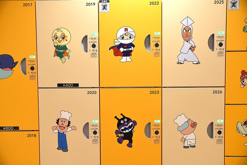 アンパンマンや仲間たちが扉に描かれているので、どこに入れたのかが分かりやすい