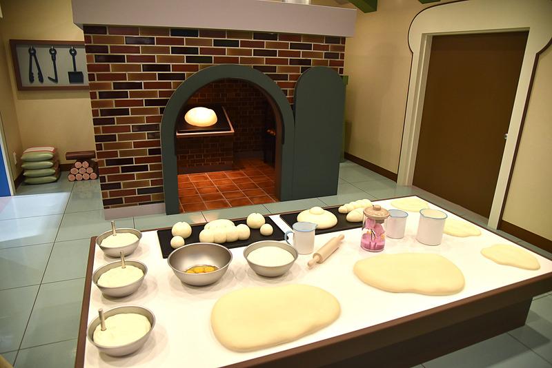 工場のなかではパン作りの真っ最中