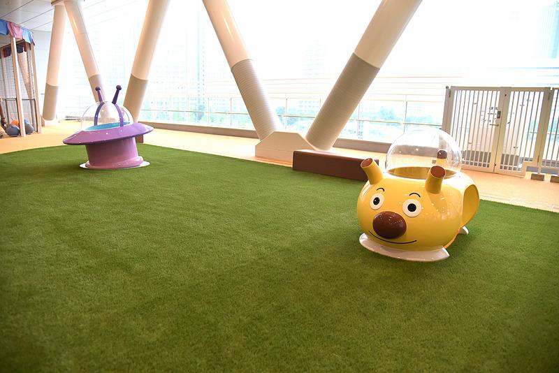 屋根付き屋外エリアにはフォトスポットを設置。「チーズバケットごう」は横浜初登場