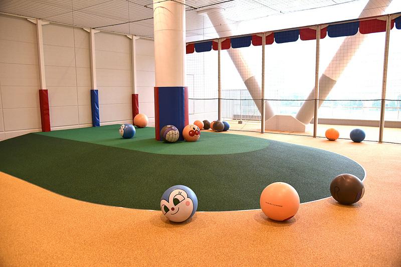 ボールに座ったり、感触が楽しめる「ボールパーク」
