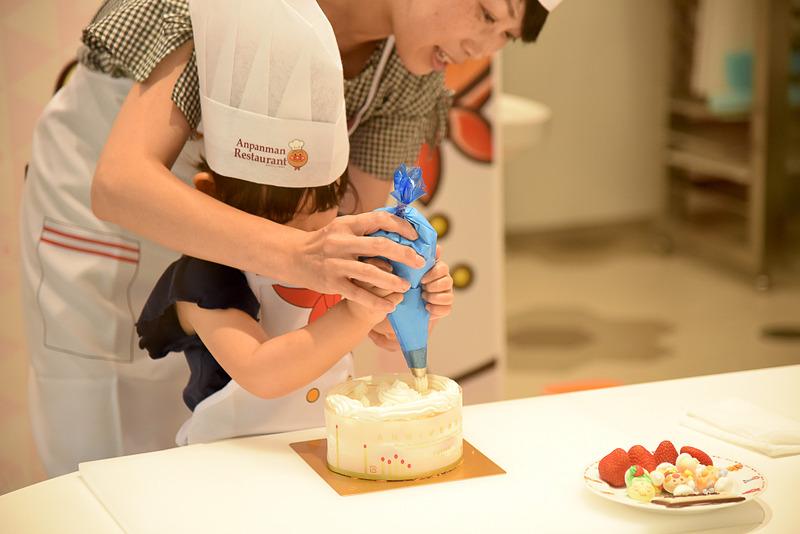 約30分のケーキのデコレーション体験が可能