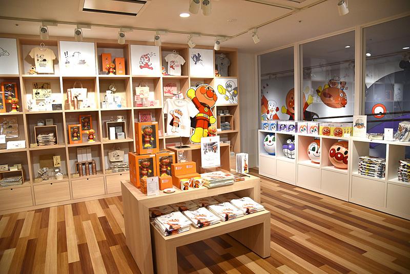 「ミュージアムショップ」ではミュージアム&横浜限定グッズを販売中