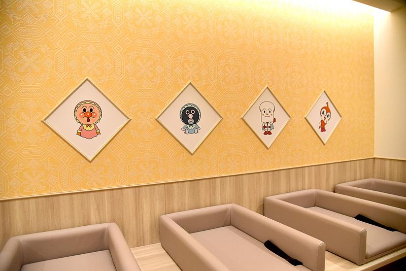 各階のオムツ替え室は台数が多め。ウォールには赤ちゃん時代の仲間たちの姿