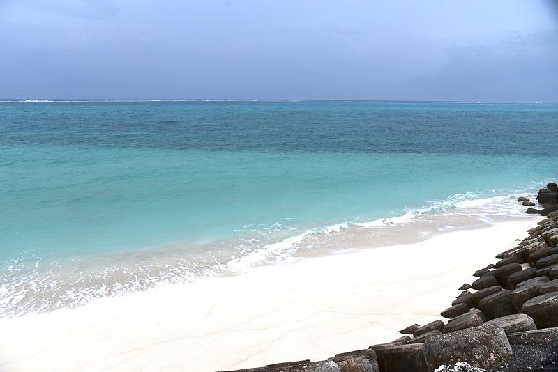 干潮時のみ現われる白い砂浜も見ることができた