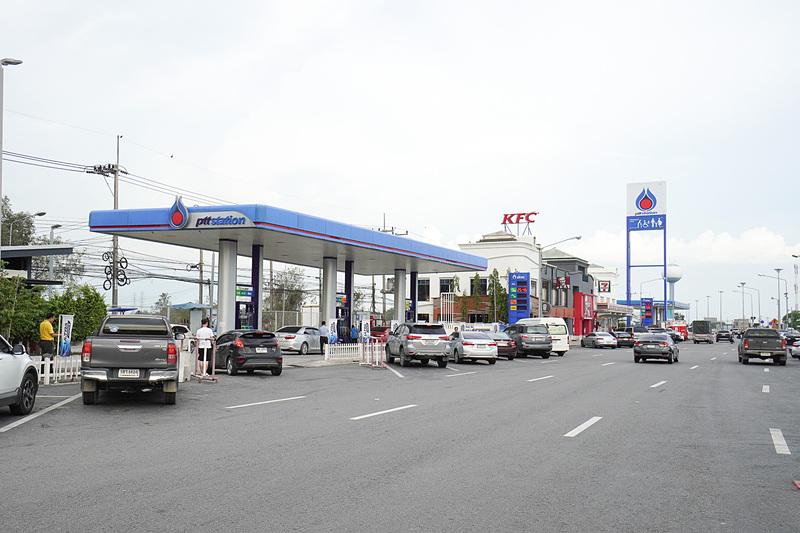 もちろんガソリンスタンドなども併設