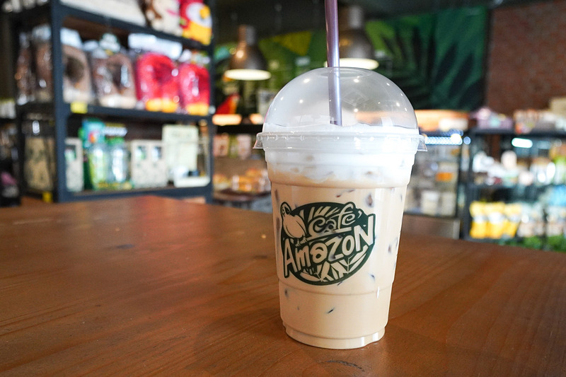 Cafe Amazonで休憩。こちらのカプチーノはかなり激甘