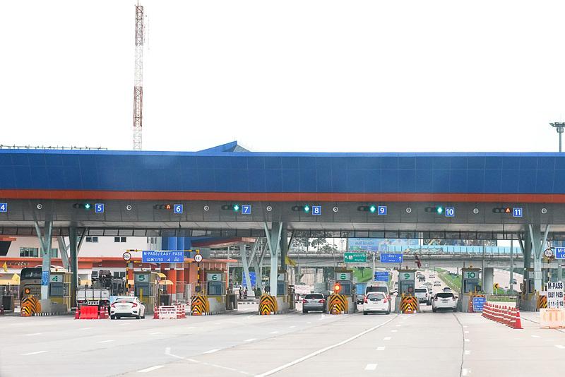 有料高速道路の料金所。タイでは高速道路はほぼ無料だが、ここは有料道路