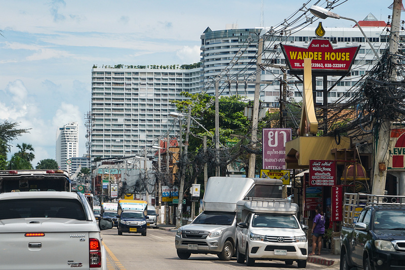 大きなホテルもある。見えているのは「ジョムティエン・パーム・ビーチ ホテル&リゾート」