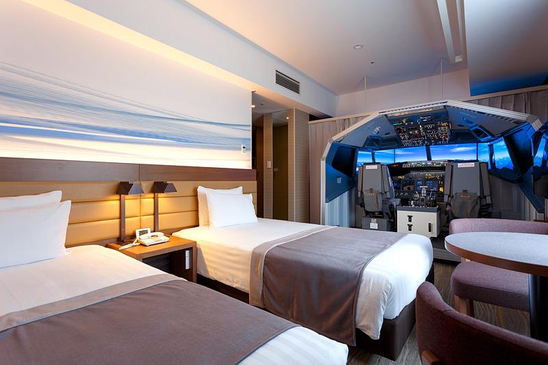 羽田エクセルホテル東急はボーイング 737-800型機のフライトシミュレータを設置した客室を提供する