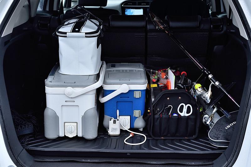 クーラーボックスや釣り道具など、かさばる荷物もラクラク積めるSHUTTLEの荷室