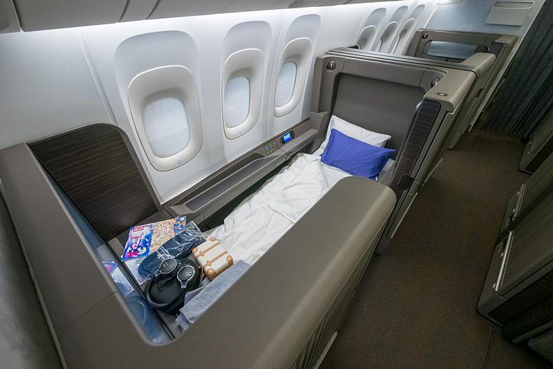 ベッドスタイル。寝具は西川が開発する「Sleep Tech」技術をベースとした特殊立体構造ウレタンを用いたシートクッションなどを採用