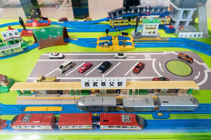 西武秩父駅の改札外にはプラレールのジオラマが展示されています