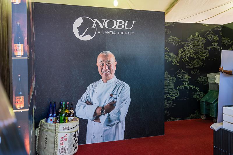 御本人には会えませんでしたが、和食の松久信幸シェフのパネルを発見! ラグジュアリーホテル「アトランティス・ザ・パーム」内にある高級和食レストラン「NOBU Atlantis(ノブアトランティス)」のブース