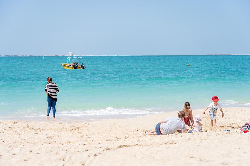 白い砂と青い海が目の前に広がる会場