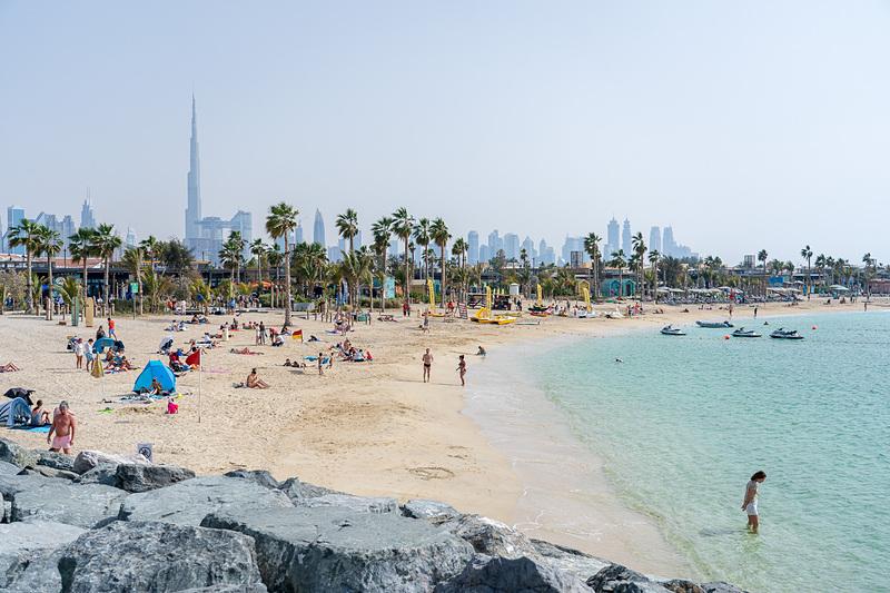 Southビーチから見たシティ側。バージュ・カリファはどこからでも分かります
