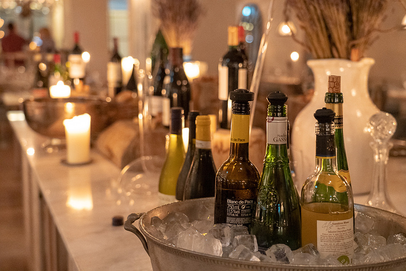 ワインスタンドが充実。レバノンワインなど普段あまりなじみのない国のワインがずらり
