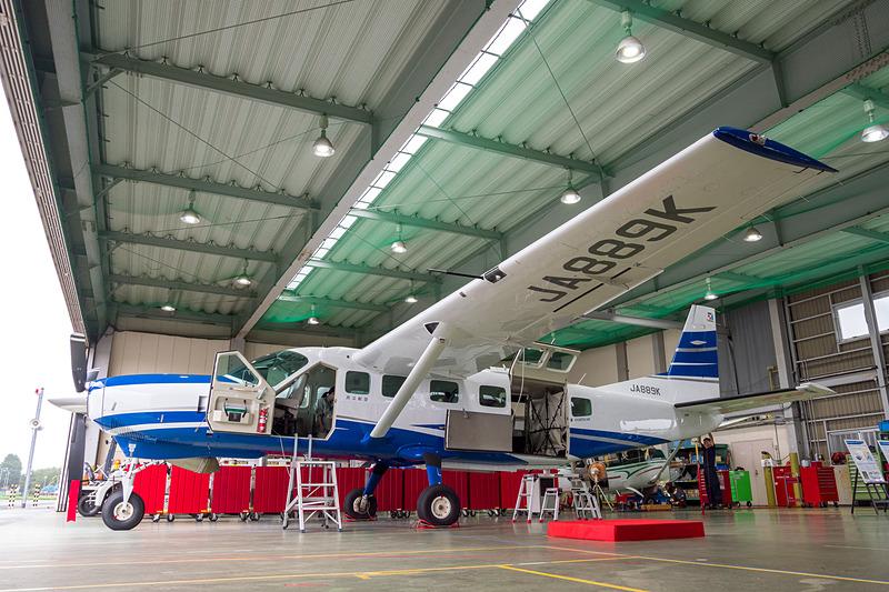 国土地理院の航空重力測量に用いられる、共立航空撮影が保有するセスナ208型機