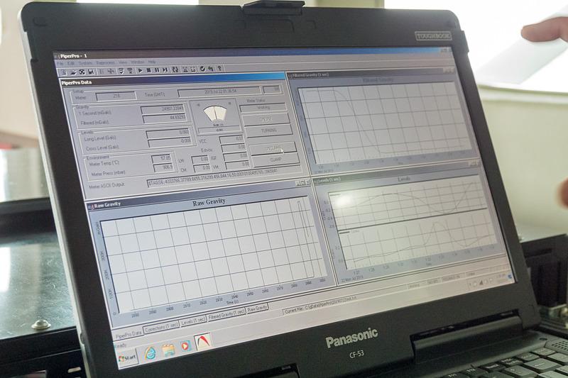 重力計と連携したソフト。データの取得はもちろん、先述したばねの固定解除などもこちらから行なえる