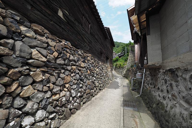 入り組んだ島の細い坂道の散策も、その風情がとても楽しい