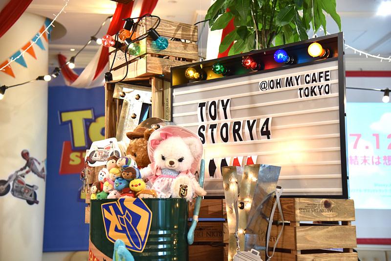 おもちゃたちが並び、かわいさMAXのフォトスポット
