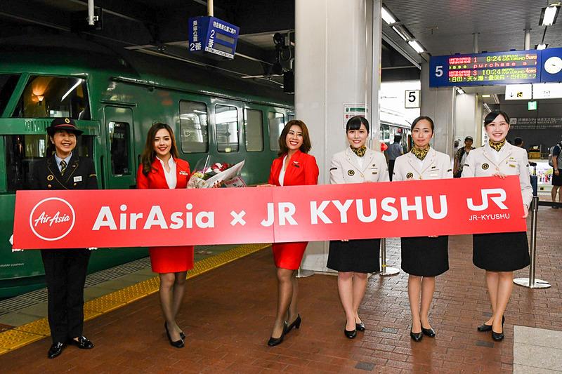 博多駅の5番ホームで出発式