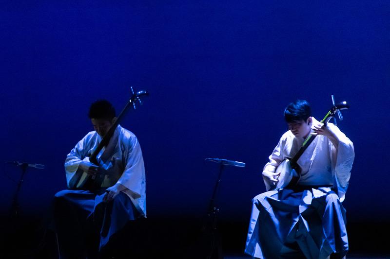 吉田兄弟の津軽三味線の演奏で開幕