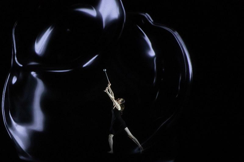 坪井さんの動きに合わせてリアルな映像が瞬時に投影される