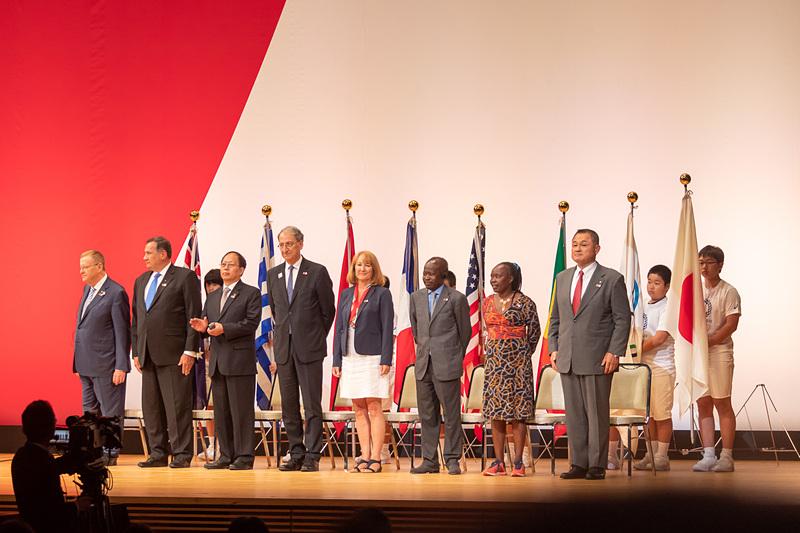 セレモニーに招待された各国のオリンピック委員会の代表