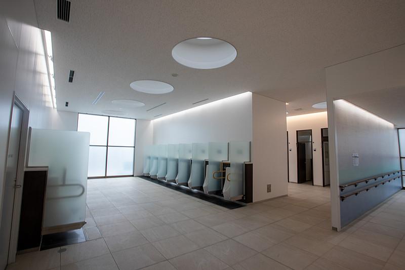 男性用トイレの内部