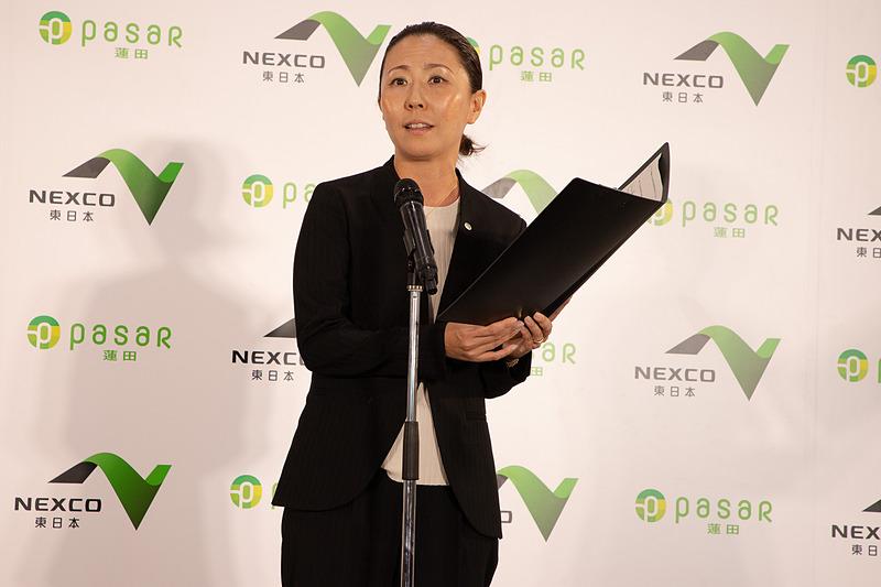 ネクセリア東日本株式会社 総館長補佐 猪股理恵氏。東北自動車道の利用者に「絶対に寄りたいSA」と思ってもらえるような施設になったと語った