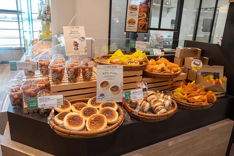 ベーカリーの「アンデルセン」はNEXCO東日本には初出店。Pasar蓮田オリジナルのパンも用意する。営業時間は8時~20時