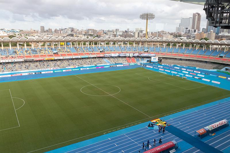 スタジアムを一望できる上に空調がきいていて音も静か