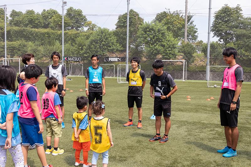 人見知りが激しい子供たちにとってはコーチとの顔合わせも重要なポイント