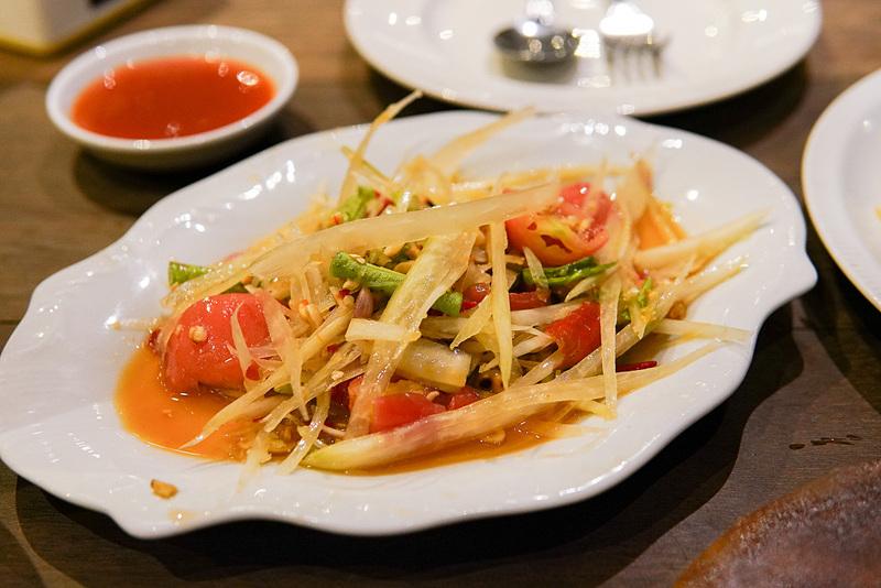 ソムタム(青パパイヤサラダ)。これは野菜のみのトラディショナルなタイプ