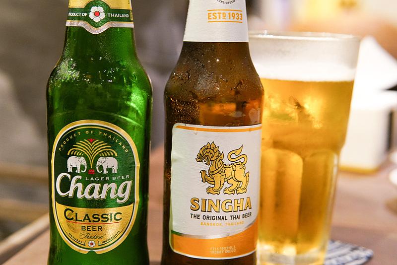 タイの代表的ビール。チャーンとシンハー。大抵どちらかはある