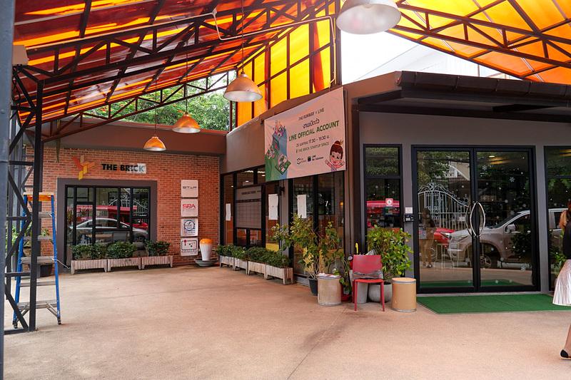 チェンマイ市内のコワーキングスペース「The Brick Startup Space」。タイのスタートアップ向けだが、旅行者向けのビジタープランも用意され、ワーケーションでも問題なく利用可能だ