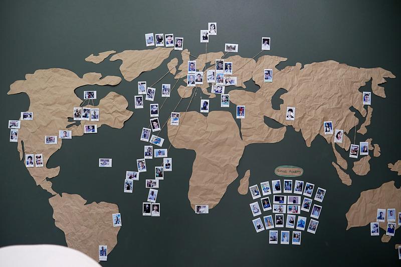こちらでは、欧米を中心とした世界各国からノマドワーカーが集まっている