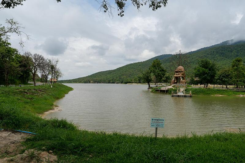 チェンマイ中心部からやや北に位置する、チェンマイ市民の憩いの場「ファイトンタオ池」