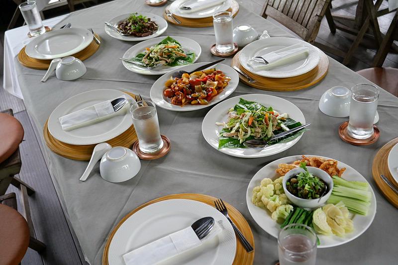 チェンマイの伝統料理などのランチも楽しめる