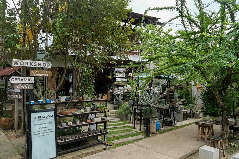 もともと集落だった場所を買い取り、アーティスト村に改修