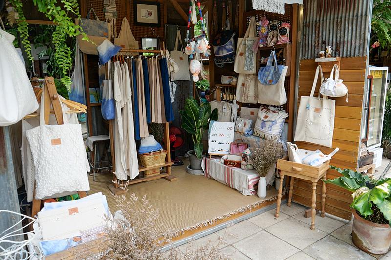 陶器や革製品、布製品、金属加工品など様々な工芸品が並んでいるので、工芸品好きにはたまらない場所だ