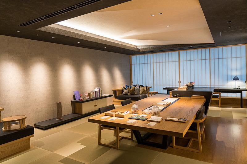 24時間利用できる「お茶の間ラウンジ」は各階の居間のような場所。客室から畳続きなので気軽に行きやすい