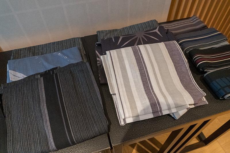 大手町縁日の2日間は、17階のスパラウンジで浴衣一式の貸し出し&着付けのサービスも。男女共にいろいろな柄が用意されていました