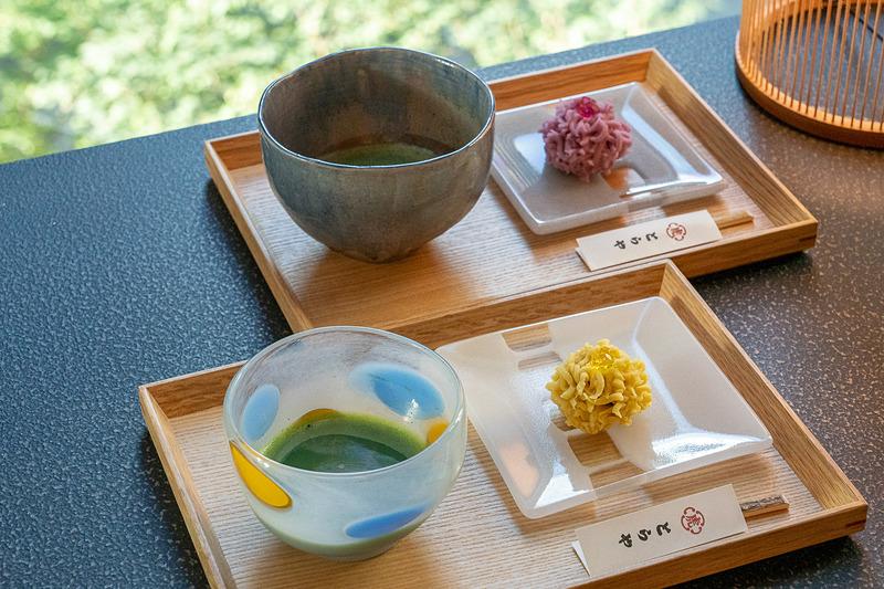夏の灯をテーマにした和菓子。器もステキでした(2000円)