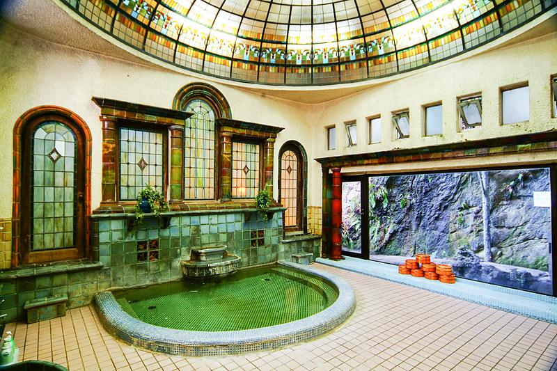 岩本楼のローマ風呂は国登録有形文化財です(写真提供:岩本楼)