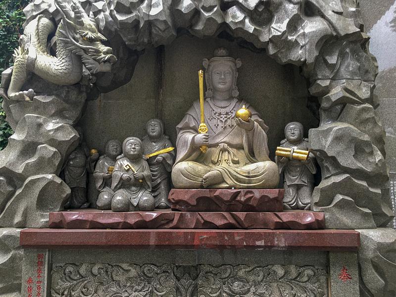 弁財天童子石像