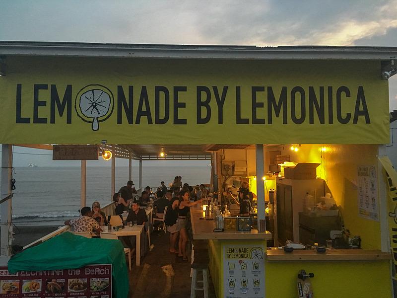 片瀬海岸西浜の海の家、LEMONADE BY LEMONICA。ここで大量のレモンサワーを飲みました